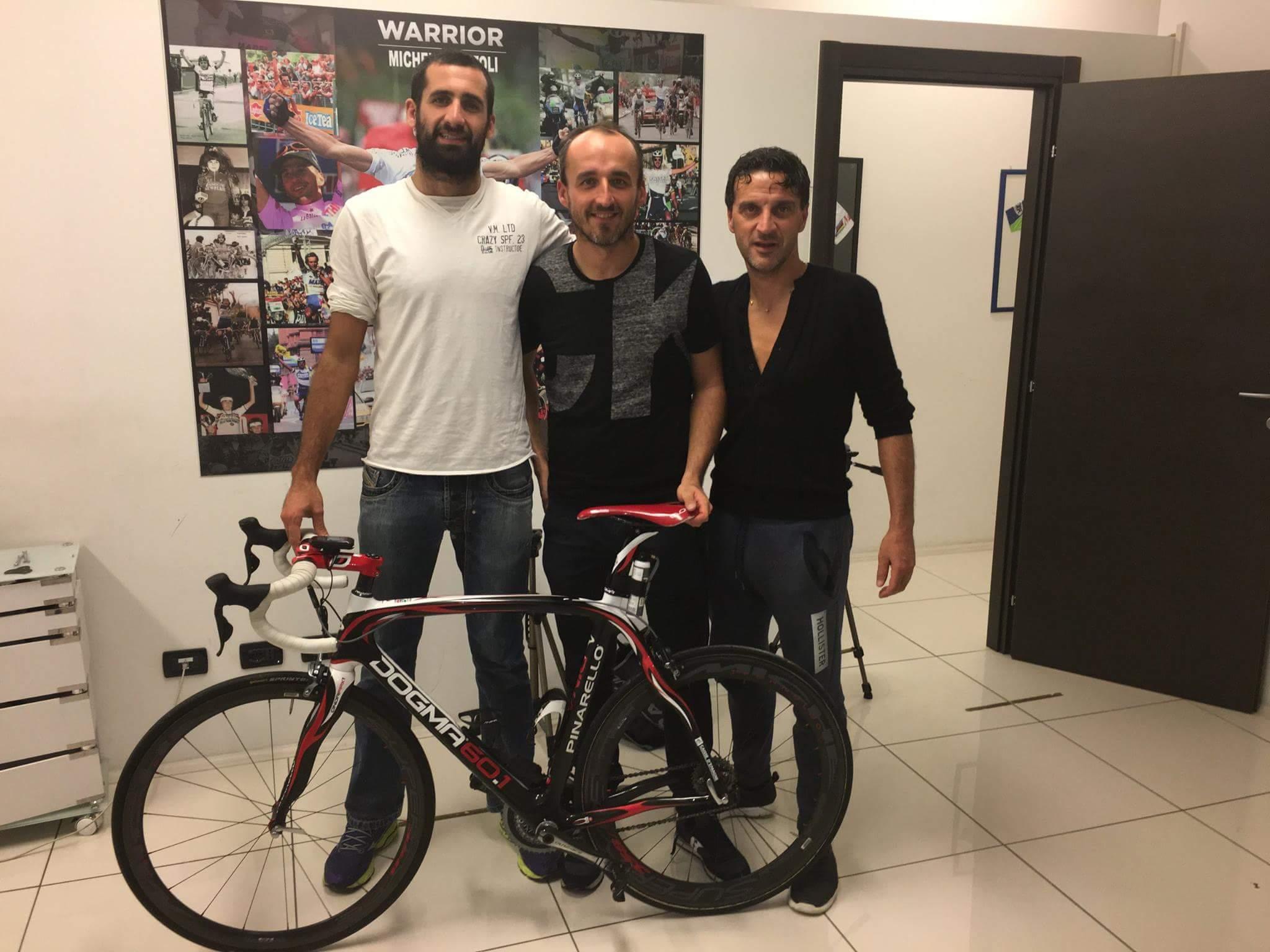 Kubica mocno trenuje na rowerze przed nowym sezonem 2017